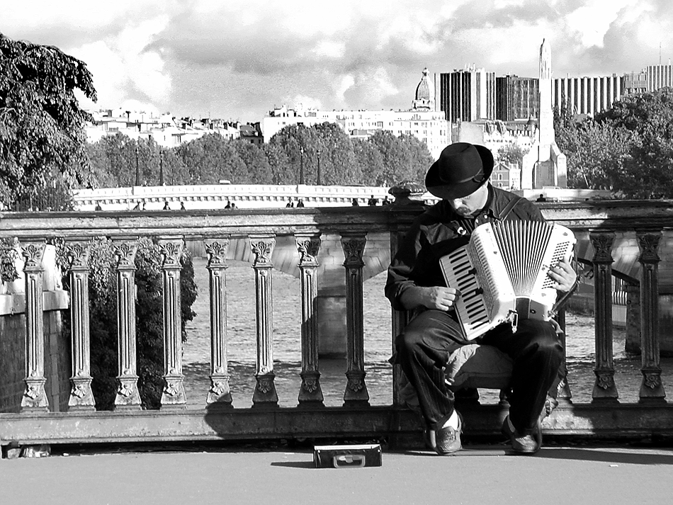 accordianist-paris
