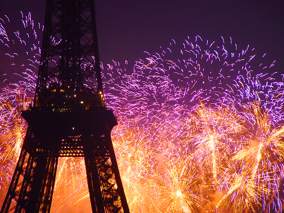 eiffel-fireworks